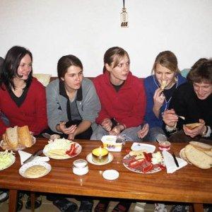 1.5.2006  9:54 / Na útulnej chate sme začali samozrejme hostinou