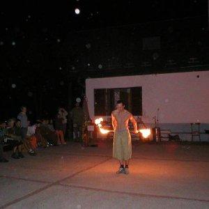 9.9.2006  23:12 / Amatérska ohňová show v podaní Balíka