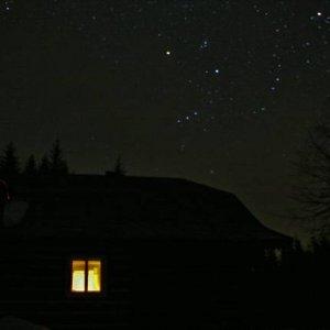 6.3.2007  19:58 / Rôzne pohľady na chalupu v noci