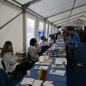 26.3.2007  17:20 / Dlhé rady stolov, na ktorých sa prezentovali jednotlivé krajiny EU