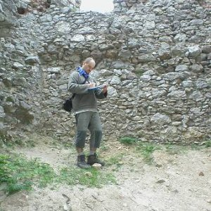 30.4.2007  12:38, autor: Amigo / Hradológ Mišo robí obhliadku hradu...