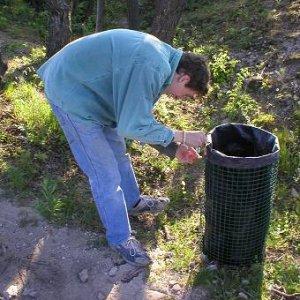 30.4.2007  17:50, autor: Amigo / Ešte vymeniť vrecia s odpadkami...