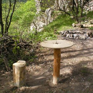 1.5.2007  10:28, autor: Amigo / Na druhý deň sme dokončili stolík