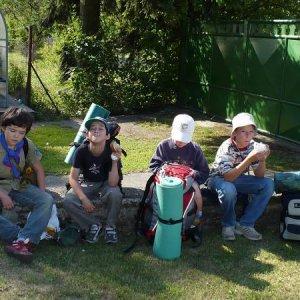 30.6.2007  9:05, autor: Amigo / (30.6.2007) Kým dôjde bus ešte sa najeme... (Peťo, Tomy, Sebko, Mišo)