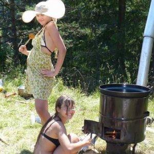 15.7.2007  11:41, autor: Amigo / Drsná práca v táborovej kuchyni