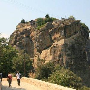 28.8.2007  12:34, autor: Teoretik / Prístup do kláštora je dnes po schodisku vytesanom do skaly