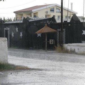 """2.9.2007  16:25, autor: Teoretik / Bar """"U zajíca"""" - prší"""