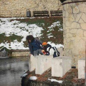 17.11.2007  6:57, autor: MartinKa / Ponny s Vanessou sledujú vodnú hladinu