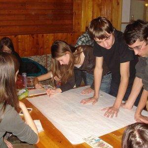 17.11.2007  19:22, autor: MartinKa / začína sa kresliť plagát na bielu stuhu
