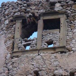 15.12.2007  14:42, autor: Amigo / Zachovalé pieskovcové trámy okna...