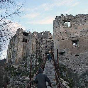 15.12.2007  15:02, autor: Teoretik / Ide sa na hrad