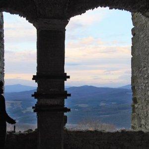 15.12.2007  15:22, autor: Teoretik / Pohľad na vzdialené modré hory