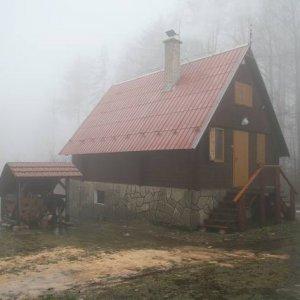 Chata sa stráva v hmle