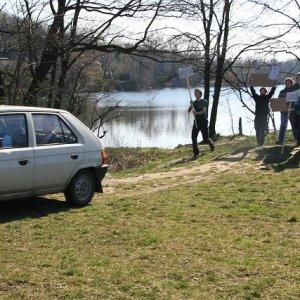 15.3.2008  9:48, autor: Teoretik / Auto dewelopera rozrazilo protestujúci dav