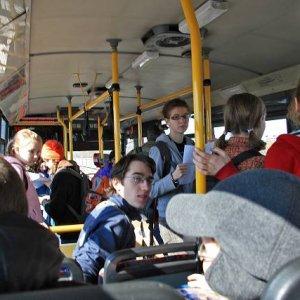 15.3.2008  12:43, autor: Teoretik / V autobuse sa zrazu stretlo viacero skupín
