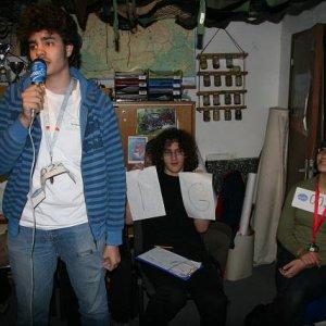23.4.2008  17:23, autor: Teoretik / Cebig spieval o mŕtvych nohaviciach...Po nemecky...