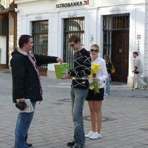 11.4.2008  8:09, autor: Amigo / Mafia pred bankou? Celebrita? ...