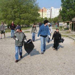26.4.2008  7:46, autor: Amigo / Vydávame sa do boja s odpadkami...