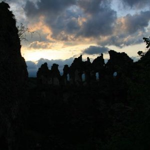 1.5.2008  19:23, autor: Teoretik / Strašidelné ruiny hradu