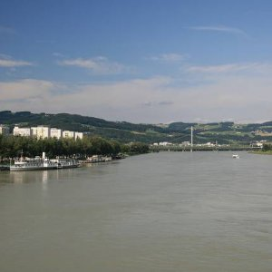 21.8.2008  15:58, autor: Teoretik / Pohľad z mosta v Linzi
