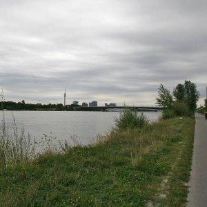 23.8.2008  16:42, autor: Teoretik / Vo Viedni nás chytil dážď