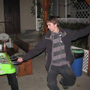 18.10.2008  21:35, autor: Mimi / Šarkan hral kalčeto rôznymi spôsobmi. Aj nohou :)