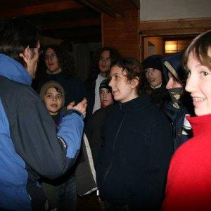 12.12.2008  23:15, autor: Teoretik / Prvý večer na chate začal hľadaním osích hniezd v lese