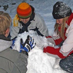 15.2.2009  16:54, autor: Teoretik / Úlohou bolo postaviť snehové veže