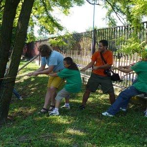 13.6.2009  9:15, autor: Amigo / Napínanie lana na lanovú prekážku