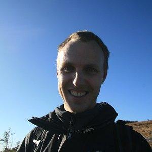 31.10.2009  14:50, autor: Teoretik / ... s modrou oblohou v pozadí