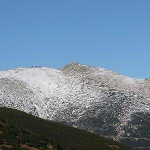 31.10.2009  14:51, autor: Amigo / Na Chopku je už vrstva snehu.