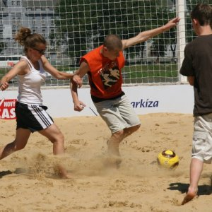 1.8.2010 13:36, autor: Teoretik / Napriek teplu bola hra pomerne dynamická (Despite the hot weather, the game was very dynamic)