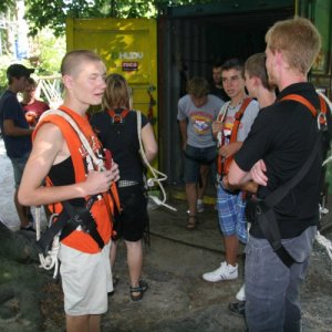 1.8.2010 16:56, autor: Teoretik / Popoludní sme navštívili lanové centrum (In the afternoon we take a rope course)