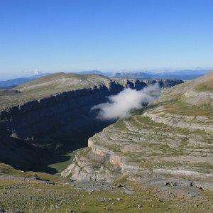 8.8.2011 10:00, autor: Teoretik / Nad kaňonom sa začali tvoriť oblaky