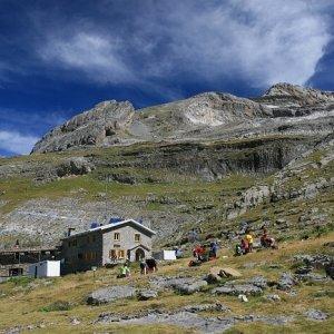 9.8.2011 11:44, autor: Teoretik / Pyrenejské predpoludnie