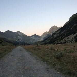 10.8.2011 21:14, autor: Teoretik / Večerná cesta údolím