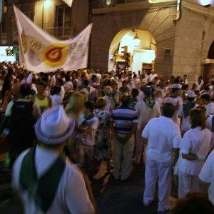 12.8.2011 21:31, autor: Teoretik / Celé mesto bolo v uliciach