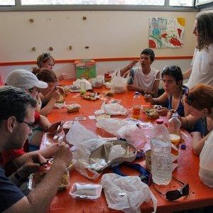 14.8.2011 14:27, autor: Teoretik / Typický obed + neporiadok v klubovni vo Figueres