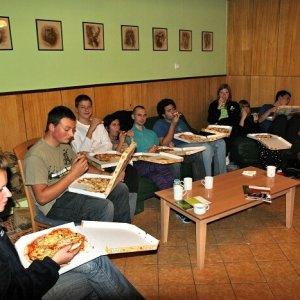 15.10.2011 20:03, autor: Teoretik / Odmenou za náročné rokovania bola spoločná pizza