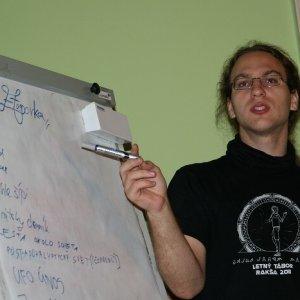 15.10.2011 22:30, autor: Teoretik / Ponny prezentuje tému etapovej hry