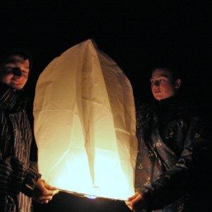 18.12.2011 0:48, autor: Teoretik / Nočné vypúšťanie lampiónov
