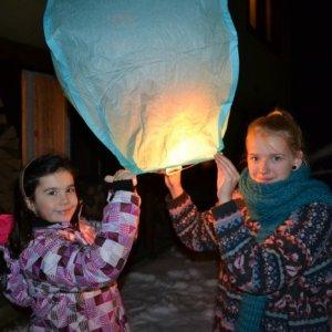 16.12.2012 0:35, autor: Janka / Tradičné popolnočné púšťanie balónov
