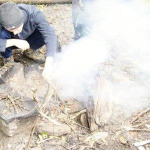 25.10.2014 12:11, autor: Vaniš / Šimon zakladá oheň