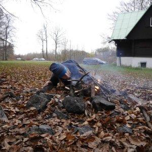 15.11.2014 13:18, autor: Škrečok / Niekto zakladá oheň.