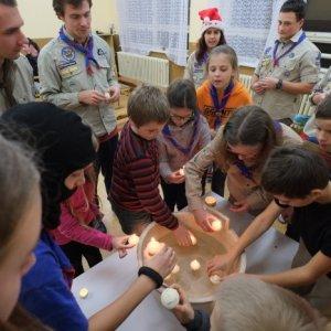 17.12.2016 20:24, autor: Teoretik / Po večeri sa púšťali sviečky-lodičky