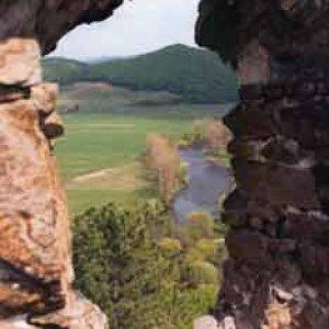 Pohľad z hradu Revište na Hron