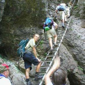 Cesta po rebríkoch dala niektorým dosť zabrať