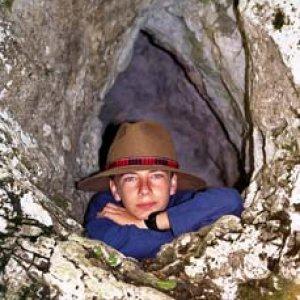 Aďo - jaskynný muž
