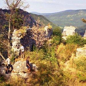 Zvyšky Muránskeho hradu, ktorými už len vietor prefukuje