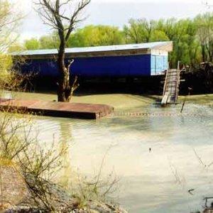 Lodenica počas povodne na Dunaji 24.3.02